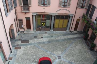 Como apartment overlooking the interior courtyard